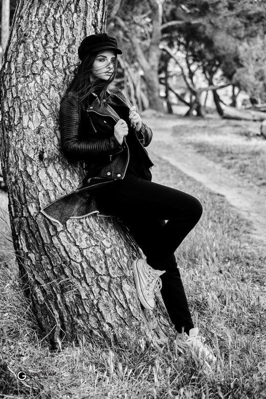 Portrets, melnbalta fotogrāfija